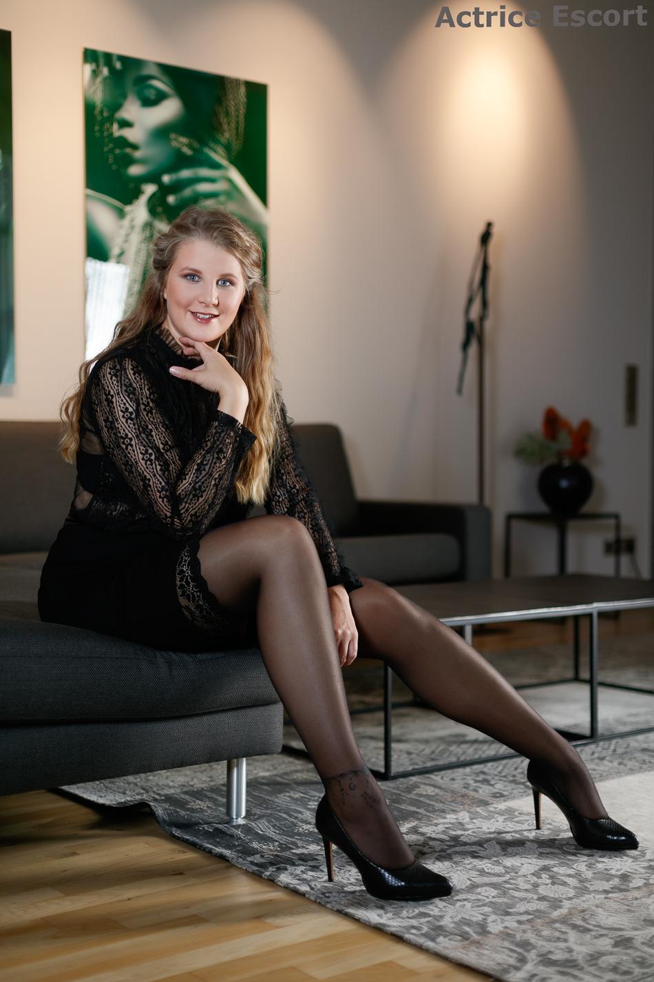 Cosima-Escortservice-Leer-Ostfriesland_Business_Outfit_für_den_Abend