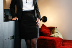 Victoria-Escortservice-Berlin_zuechtiges_Business-Outfit